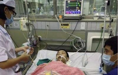 Em Đỗ Đăng Dư được đưa vào cấp cứu tại bệnh viện Bạch Mai (danluan.org)
