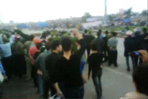 Công an trấn áp người dân phản đối cưỡng chế đất xây dựng khu đô thị tại xã Kim Sơn, huyện Đông Triều, tỉnh Quảng Ninh, hôm 21-12-2012.