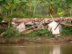 Ngôi nhà của gia đình anh Vươn bị san bằng- photo giaoduc.com