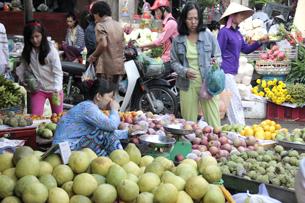Gian hàng bán trái cây ở chợ Bến Thành. RFA