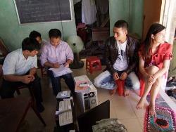 Công an tấn công gia đình Blogger Thục Vy hôm 08/11/2011. Photo: face Trầm Tử