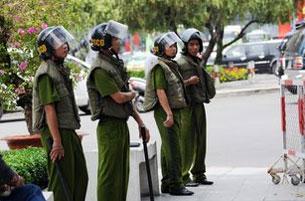 Công an được lệnh triển khai trên đường phố Sài Gòn.