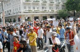 Hàng ngàn người đã xuống đường biểu tình chống Trung Quốc tại Saigon năm 2011. RFA file