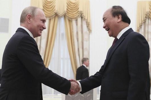 Tổng thống Nga Vladimir Putin và Thủ tướng Việt Nam Nguyễn Xuân Phúc trong cuộc gặp tại Điện Kremlin ở Moscow ngày 22/5/2019.