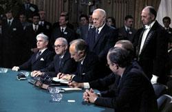 Hiệp Định Paris được ký kết ngày 27-1-1973.