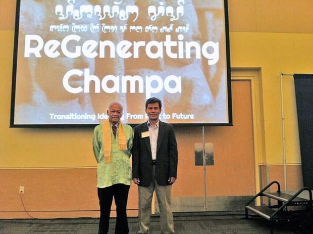 Tiến sĩ Po Dharma từ Pháp (đứng bên trái) tại buổi hội thảo mang tên Hồi sinh Champa, từ quá khứ đi đến tương lai.