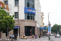Chi nhánh ngân hàng Citibank tại Hà Nội hôm 11-07-2011, ảnh minh họa. RFA PHOTO.