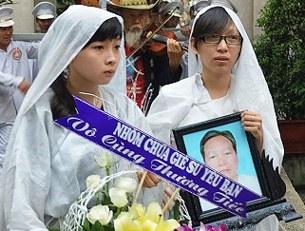 Đám tang thầy giáo Đinh Đăng Định