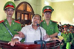 Ông Phan Văn Thu bị kết án tù chung thân ngày 4 tháng 2, 2013 (dan tri online)