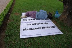 Giáo dân Cồn Dầu lên Hà Nội khiếu kiện đất đai. RFA photo