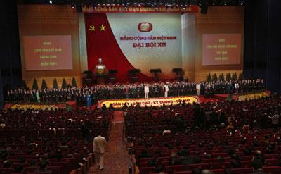 Các thành viên của Ủy ban Trung ương mới của Đảng Cộng sản  Việt Nam tại lễ bế mạc  Đại hội toàn quốc lần thứ 12  tại Hà Nội, ngày 28 tháng một năm 2016. AFP Photo