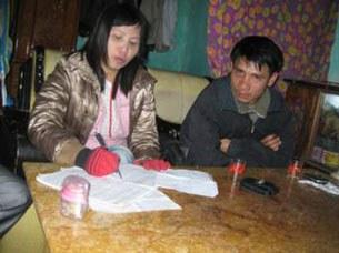 Bà Hồ Bích Khương (trái) và Mục sư Nguyễn Trung Tôn trước khi bị bắt
