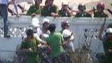 Nhà báo của Đài Tiếng nói Việt Nam VOV bị đánh đập thô bạo.