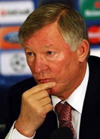 HLV Alex Ferguson khẳng định tại cuộc họp báo ở Old Trafford - Manchester hôm 19/10/2010 rằng, tiền đạo Wayne Rooney muốn rời CLB. AFP photo
