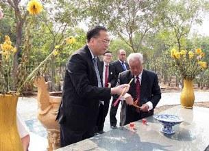 Chiều ngày 7 tháng 3 năm 2013, một phái đòan thuộc Tổng Lãnh Sự Hoa Kỳ tại Sài Gòn do ông TLS Lê Thành Ân dẫn đầu đã đến thăm nghĩa trang Quân Đội Biên Hòa
