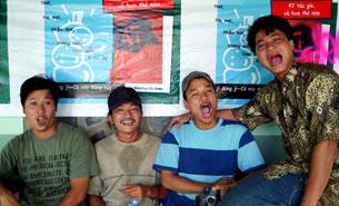 """Nhóm """"Mở Miệng"""": Từ trái sang Bùi Chát, Khúc Duy, Lý Đợi, Nguyễn Quán, ảnh chụp năm 2006."""
