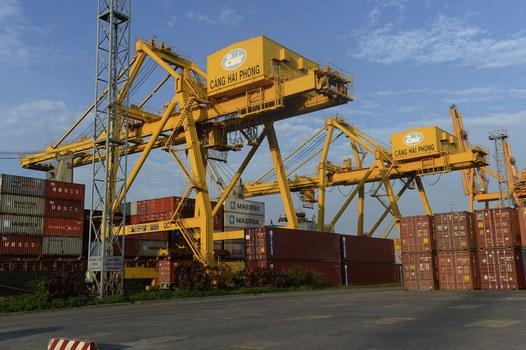 Các container tồn đọng tại cảng Hải Phòng.