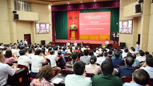 Tổng Bí thư Nguyễn Phú Trọng tiếp xúc cử tri tại Hà Nội hôm 17/6/2018.