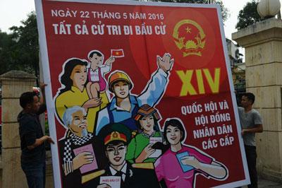 Áp phích tuyên truyền cho cuộc bầu cử Quốc hội và Hội đồng Nhân dân các cấp diễn ra vào ngày 22/5/2016 sắp tới tại Hà Nội. AFP photo