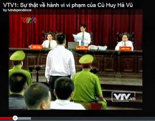 Tiến sĩ Cù Huy Hà Vũ trước tòa. (phóng sự của VTV1)