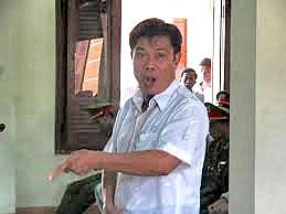 Ông Lê Đức Hoàn cho rằng mình không biết cấp dưới dùng nhục hình với Ngô Thanh Kiều (nld.com.vn)
