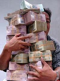Tiền đồng đang được gửi vào ngân hàng