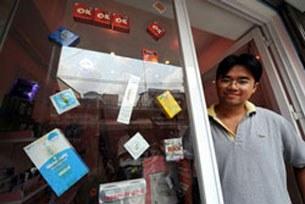 Anh Khánh Phong, chủ tiệm bán bao cao su phòng ngừa lây nhiễm HIV, ở TPHCM.