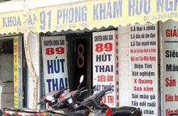 Các phòng nạo phá thai tư nhân mọc lên nhan nhản ở HN và SG. Photo courtesy of us.24h.com.vn