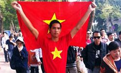 Cuộc biểu tình tại Hà Nội sáng Chủ nhật 27-11-2011, để ủng hộ việc Thủ tướng Nguyễn Tấn Dũng đề nghị Quốc hội soạn thảo luật biểu tình, vừa mới bắt đầu đã bị công an trấn dẹp. Courtesy NXDblog.