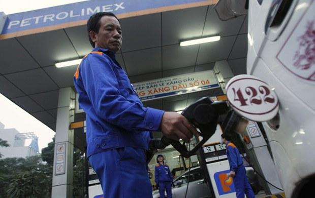2012-12-13T120000Z_1975268028_GM1E8CD1EV301_RTRMADP_3_VIETNAM-OIL-IMPORT
