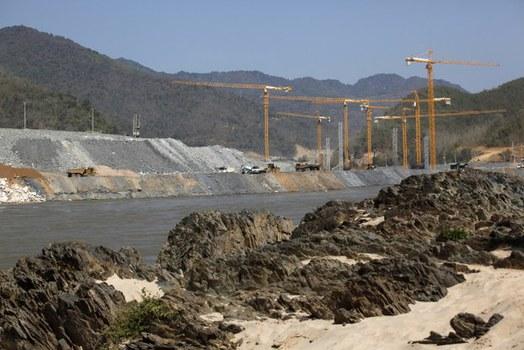 Xây dựng đập Xayaburi trên sông Mekong hôm 22/1/2014.