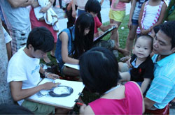 Sinh viên ngành Mỹ thuật thực tập vẽ truyền thần, ảnh chụp trước đây. RFA PHOTO.