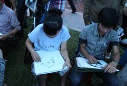Vẽ truyền thần tại công viên, ảnh chụp trước đây. RFA PHOTO.