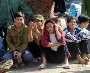 Công nhân không có tay nghề, khó kiếm việc thường chỉ làm bốc vác mướn theo ngày. (ảnh minh họa) AFP