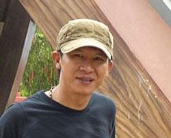 Nhạc sĩ Việt Khang, Anh Võ Minh Trí. File photo.