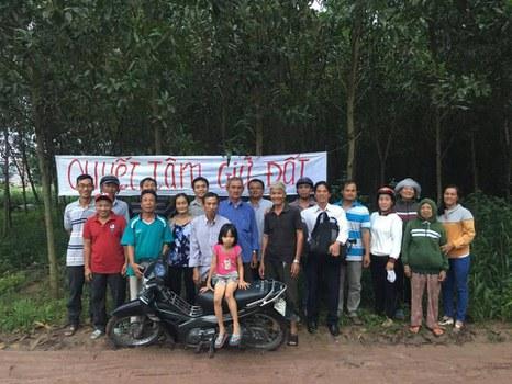 Người dân trong 17 hộ gia đình ở Giáo xứ Phú Sơn, Đồng Nai phản đối tiền bồi thường 10.000 đồng/mét đất nông nghiệp.