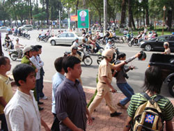 Blogger Điếu Cày lúc bị chính quyền VN bắt hôm 23/12/2007. Photo courtesy of ĐiếuCày's Facebook.