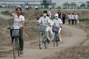 vietnamese-female-workers-305.jpg