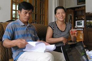 Vợ chồng anh Lê Văn Đông và Nguyễn Thị Thương, Ảnh: Hằng Nhom -tintuconline.com