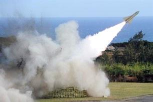 Đài Loan tác xạ thử nghiệm các loại hỏa tiễn Hawk từ căn cứ quân sự  Pingtung . 2011