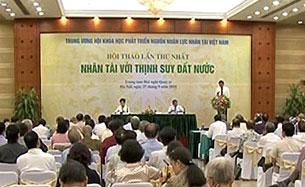 """Buổi hội thảo """"Nhân Tài Với Sự Thịnh Suy Đất Nước"""" ngày 27 tháng 9, 2011 tại Hà Nội. Ảnh chinhphu.vn"""
