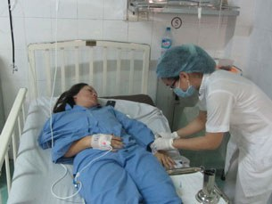 Cô Liên đang được chăm sóc tại Bệnh viện Đa khoa Q.Thủ Đức chiều ngày 15.8