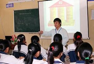 Giờ dạy Địa lý bằng bài giảng điện tử của thầy giáo Đỗ Việt Khoa.