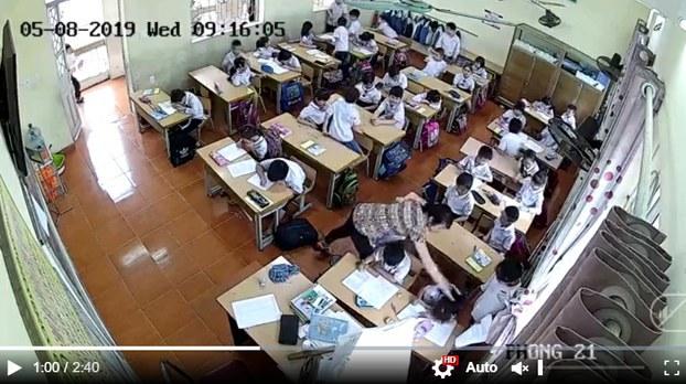 Hình minh hoạ. Ảnh chụp màn hình ghi lại hình ảnh giáo viên đánh học sinh trong lớp học ở Việt Nam