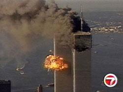 Tòa Tháp đôi tại New York bị tấn công ngày 11 tháng 9, 2001. Screen capture.