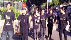 Những người ủng hộ các bloggers đến tham gia phiên tòa xử 3 bloggers sáng 24/9 tại TPHCM. Photo courtesy Dân Làm Báo.