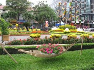 Chợ Hoa Tết dọc đường Nguyễn Huệ, TPHCM