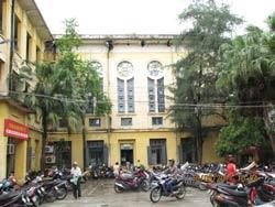 Tu viện giáo xứ Thái Hà bị chiếm dụng làm bệnh viện. Photo courtesy of nuvuongcongly