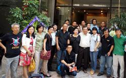 Tập thể phóng viên, nhân viên báo SGTT hôm nhận quyết định đình bản 28/02/2014. Courtesy SGTT.