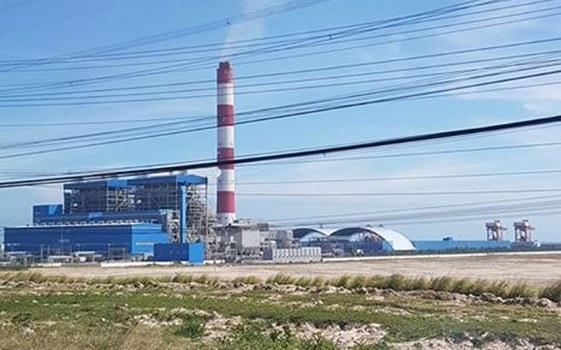 Trung Tâm nhiệt điện Vĩnh Tân, do Trung Quốc đầu tư 95% gồm có 4 nhà máy nhiệt điện, chạy bằng than đá, với tổng công suất lên đến 5.600MW và 1 cảng biển. Toàn bộ dự án được xây dựng tại xã Vĩnh Tân, huyện Tuy Phong, tỉnh Bình Thuận.